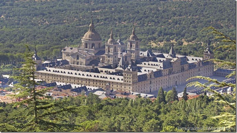 Vista general de El Real Monasterio de San Lorenzo de El Escorial desde el Monte Abandos.
