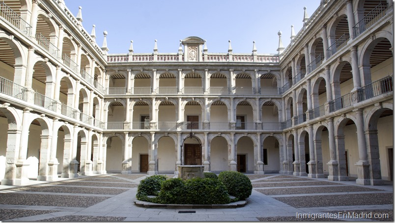 Vista general del Patio de Santo Tomás de Villanueva de la Universidad de Alcalá de Henares.