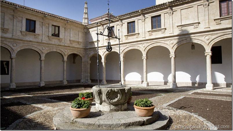 Vista del Patio Trilingüe de la Universidad de Alcalá de Henares.
