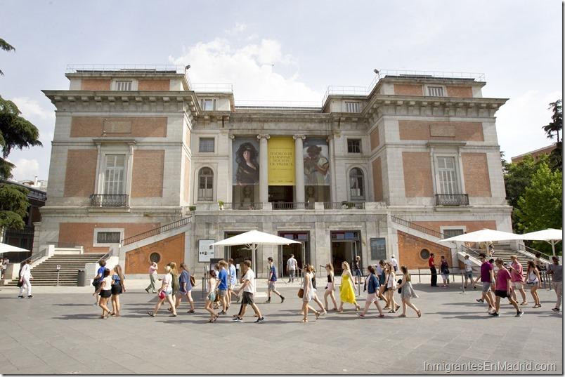 Madrid acoge tres museos de fama mundial que reúnen más de 36.000 obras y que los visitan cerca de una decena de millones de turista. En la imaen la entrada al Museo de El Prado. Foto EFE
