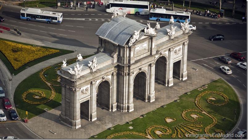 Vista aérea de la Puerta de Alcalá. EFEEMILIO NARANJO