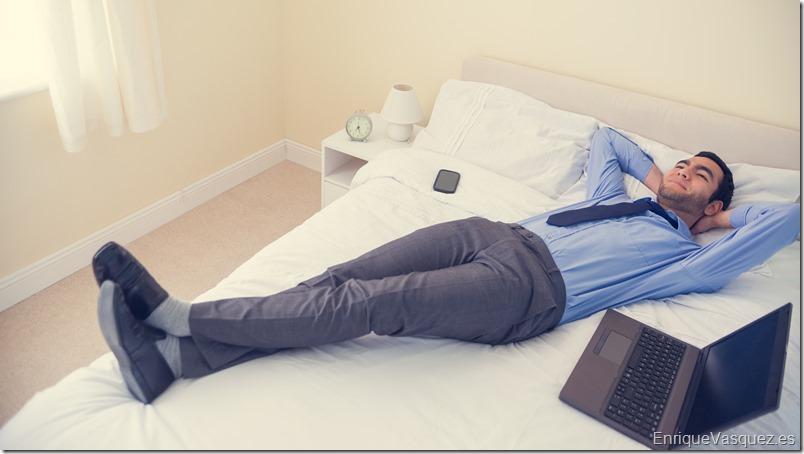 hombre-feliz-adaptacion-cama